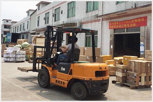 东际国际包裹分类现场
